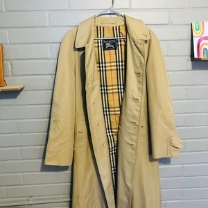 HP!! 💕 Burberry Classic Vintage Trench Coat